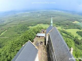 Di atas puncak ketinggian kastil