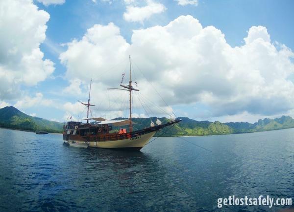Berlayar ke Pulau Komodo